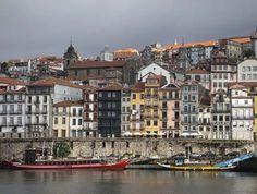 Oporto es una ciudad de clásicos. Del puente de don Luis I, levantado por un discípulo de Gustave Eiffel, a los tranvías, las antiquísimas bodegas, la ropa tendida al sol en...