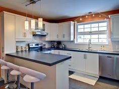 Contemporain Kitchen Island, Table, Design, House, Furniture, Home Decor, Ideas, Houses, Bass
