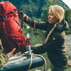 Buy outdoor pants, parkas, jackets, backpacks and Kanken gear in the official Fjallraven US store. Cute Hiking Outfit, Trekking Outfit, Hiking Outfits, Hiking Clothes, Outdoor Outfit, Outdoor Gear, Best Hiking Pants, Hiking Gear, Hiking Boots