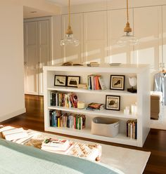 Beautiful and comfortable apartment in Spain - nice european interior Classic House Design, Reading Nook, Home Fashion, Ideal Home, Bookcase, Interior Design, House Styles, Home Decor, Bedroom
