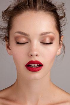 Lip eye makeup, bridal makeup red lips, red lips makeup look, peach mak Korean Makeup Tips, Eye Makeup Tips, Makeup Inspo, Makeup Inspiration, Soft Eye Makeup, Red Lips Makeup Look, Face Makeup, Bridal Makeup Red Lips, Red Lipstick Makeup