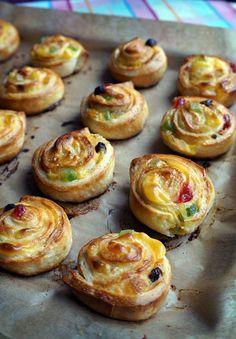 Caracolas rellenas de fruta escarchada Pan Dulce, Profiteroles, Sin Gluten, Baked Potato, Bakery, Muffin, Good Food, Food And Drink, Favorite Recipes