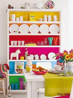Mmmh.... White walls & colourful sheves. A lot.goin on but those painted shelves kick it up a notch.