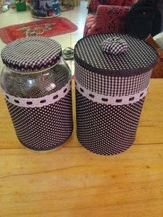 Olá visita! Fiz aqui uma seleção de ideias pra se fazer com vidros e latas,afinal reciclar é agradável e necessário,né! Frase do...