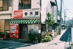 Aesthetic Japan, Japanese Aesthetic, City Aesthetic, Aesthetic Photo, Estilo Tribal, Japan Street, Japanese Streets, Film Inspiration, Street Photo
