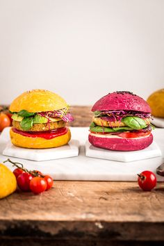 panini vegani for burger at farro home-made with beetroot and carrots Vegan Dinner Recipes, Vegan Dinners, Healthy Recipes, Best Burger Buns, Burger Bread, Beetroot Burgers, Tapas, Amazing Food Photography, Cocina Natural