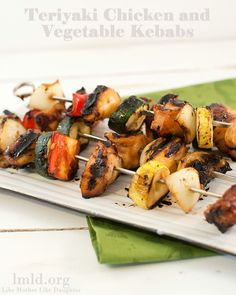 For a healthy and delicious meal, try these chicken kebabs cooked on the grill which are perfect for summer! #lmldfood