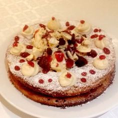 Bakewell cake Homemade merigue Strawberry coulis Raisons Almonds