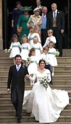 Jack Brooksbank and Princess Eugenie of York walk down the steps. English Royal Family, British Royal Families, Princess Beatrice, Royal Princess, Royal Brides, Royal Weddings, Eugenie Wedding, Eugenie Of York, Royal Uk