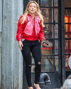 Hilary Duff on the set of Younger in New York #wwceleb #ff #instafollow #l4l #TagsForLikes #HashTags #belike #bestoftheday #celebre #celebrities #celebritiesofinstagram #followme #followback #love #instagood #photooftheday #celebritieswelove #celebrity #famous #hollywood #likes #models #picoftheday #star #style #superstar #instago #hilaryduff
