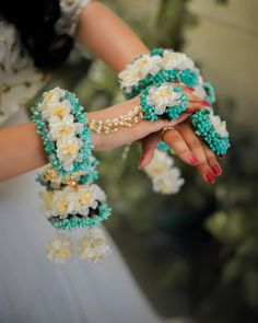Trendy and unique colors for floral jewellery! Flower Jewellery For Mehndi, Flower Jewelry, Hand Jewelry, Haldi Ceremony, Wedding Wear, Wedding Prep, Wedding Bells, Wedding Bride, Wedding Events
