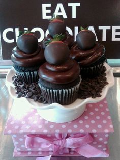 Repin and comment!    #chocolate!    Chocolate deserts treats and cakes