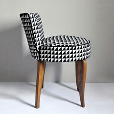 Image of FAUTEUIL de coiffeuse Funky Furniture, Furniture Making, Furniture Design, Muebles Art Deco, Love Chair, Take A Seat, Vintage Chairs, Upholstered Furniture, Side Chairs