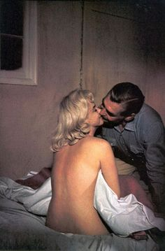 treadmill-to-oblivion: Marilyn Monroe kissing Clark Gable on the...