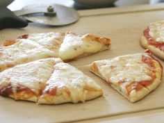 A fun dinner for the little chefs in your family to make, pile your favorite toppings atop flatbread and bake to melted-cheesy goodness. Italian Dishes, Italian Recipes, Flatbread Pizza Recipes, Picky Eaters Kids, Pillsbury Recipes, Meat Recipes, Dishes Recipes, Healthy Recipes, Pasta Recipes