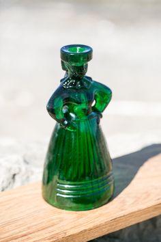 Green Karolinka HSG Zabkowice, Polish glass, design, PRL Butelkowa zieleń, zielona Karolinka, Eryka Trzewik Drost