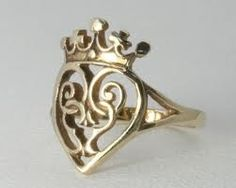 Traditional Luckenbooth ring. Want! the more i look at this, the more i want...lol