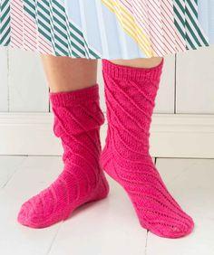 Spiraalineulesukat | Meillä kotona Knitting Socks, Knitting Patterns, Fashion, Knitting And Crocheting, Gloves, Knit Socks, Moda, Knit Patterns, Fashion Styles