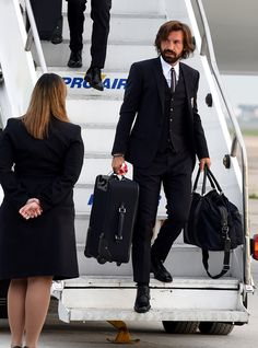 15 Times Andrea Pirlo Was The Living Embodiment Of Heavenly Things Football Casual Clothing, Football Casuals, Football Fashion, Best Looking Footballers, Italian Mens Fashion, Andrea Pirlo, Fashion Looks, Fashion Tips, Fashion Design
