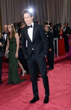 Eddie Redmayne in Alexander McQueen. Stunning. #oscars2013 #redcarpet