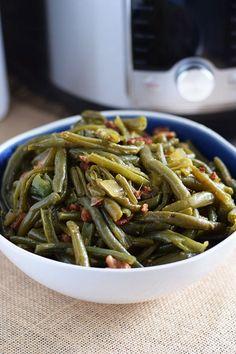 French Style Green Bean Recipe, Fresh Green Bean Recipes, Southern Style Green Beans, Cooking Fresh Green Beans, Southern Greens, French Green Beans, Seasoned Green Beans, Green Beans With Bacon, Corona