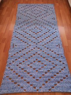 This Pin was discovered by NAL Crochet Motifs, Crochet Flower Patterns, Freeform Crochet, Doily Patterns, Crochet Squares, Filet Crochet, Crochet Doilies, Crochet Flowers, Crochet Table Runner
