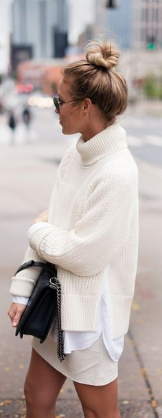 White out Cream Jumper Outfit, Turtleneck Outfit Casual, White Jumper, Cream Sweater, Winter White, White Dress Winter, Fall Winter, Autumn Winter Fashion, Cosy Winter