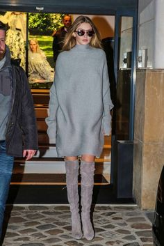dress sweater dress oversized sweater oversized grey fall outfits fall sweater gigi hadid streetstyle fashion week 2016 boots over the knee boots sunglasses winter outfits Source by joditarp Dresses Estilo Gigi Hadid, Gigi Hadid Style, Chic Outfits, Fall Outfits, Fashion Outfits, Love Fashion, Winter Fashion, Womens Fashion, Style Fashion