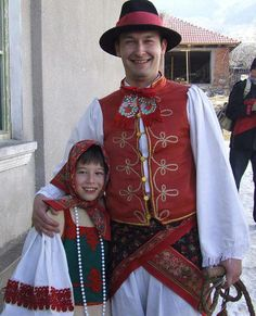 Magyar népviseletek - A kicsi és a nagy, torockói viseletben - Erdély European People, Transylvania Romania, Costumes Around The World, Art Populaire, Folk Costume, People Of The World, Hungary, Marie, Beautiful People