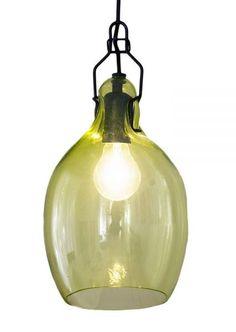 Deze bijzondere Bubblicious hanglamp van Goods is vervaardigd uit mondgeblazen glas, waardoor deze een eigenzinnige uitstraling heeft.