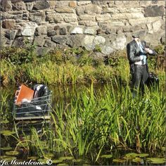 Standing men in shopping carts by Isaac Cordal