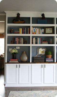 Diy Regal, Built In Bookcase, Painted Back Bookshelves, Built Ins, Home Remodeling, Basement Renovations, Plank, Living Room Decor, New Homes