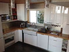 Our 2800 sqft chalet (1700sqft upper suite over two floors, 1100sqft ground floor suite) is recently renovated. Enjoy magnificent views of the Monashee mountains while preparing meals in either kitchen, BBQing ...