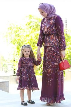 Little Singapore Dress Mommy Daughter Dresses, Mother Daughter Matching Outfits, Mother Daughter Fashion, Mom Dress, Mom And Baby Outfits, Baby Girl Dresses, Girl Outfits, Flower Girl Dresses, Muslim Fashion