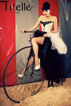"""TITELLE robe de mariée avec corset """"The Artist"""" 2012 / fait-main"""