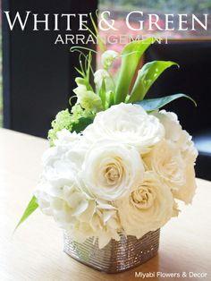 White & Green Flower arrangement,Wedding,Table flower,Stylish,Elegant,Rose,Hydrangea,Calla,Viburnum opulus,Miyabi Flowers & Decor,バラ、カラー、ビバーナムスノーボール、あじさい、バイモユリ、ピット アイリーン パターソン、サンデリアーナ、アンシュリウムの葉