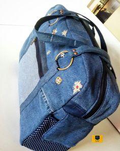 Feita em jeans reutilizado