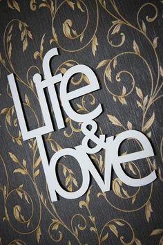 Life & love - napis 3D na ścianę. Idealna dekoracja dla Twojego wnętrza. Dostępne materiały: DREWNO (sklejka), PLEXI, HDF.  #dekoracja #wnętrze #napis3D
