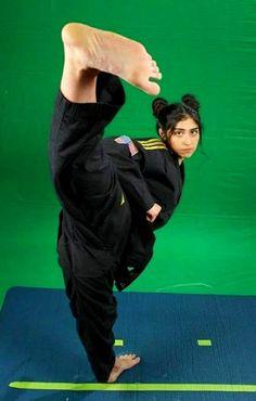 Female Martial Artists, Martial Arts Women, Girl Soles, Human Poses Reference, Karate Girl, Female Fighter, Women's Feet, Taekwondo, Kung Fu
