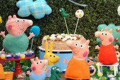 Para quem também é fã da porquinha hoje vamos mostrar uma festa decorada por Minimimo Festas para um menino.