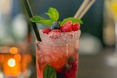 ÉMILE Brasserie and Bar -  Bar im Stil der goldenen 1920er Jahre mit Art Deco Elementen. Bar, Thursday, Strawberry, Art Deco, Fruit, The Fruit, Strawberries, Art Decor