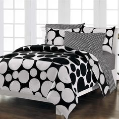 black and white teen room design ~ http://makerland.org/how-to-choose-a-cool-teen-room/