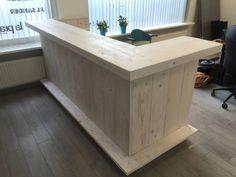 70 Incredible DIY Reception Desk Ideas with Amazing Appears - Welcome OyunRet Diy Bar, Diy Home Bar, Bars For Home, Basement Bar Designs, Home Bar Designs, Wood Pallet Bar, Wooden Bar, Backyard Bar, Patio Bar