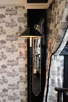 Architects, Interior Design, Landscapes, Product Design and Furniture Black And White Interior, Black And White Design, Decor Interior Design, Furniture Design, Interior Decorating, Interior Windows, Chandelier, Classic House, Wall Treatments