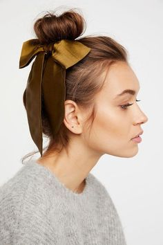 Elegant simple casual bun with a bow of silk - Kleidung / Outfit - Hair Scarf Hairstyles, Pretty Hairstyles, Wedding Hairstyles, Hairstyle Ideas, Toddler Hairstyles, Hair Day, New Hair, Cabelo Inspo, Hair Looks