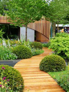 Homebase Urban Retreat garden at RHS Chelsea Flower Show. A cute, functional urban community garden