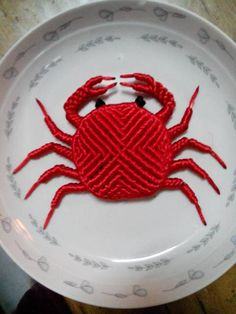 Chinese knot crab Macrame Wall Hanging Diy, Macrame Art, Macrame Projects, Micro Macrame, Macrame Jewelry, Macrame Bracelets, Ways To Lace Shoes, Macrame Tutorial, Freeform Crochet