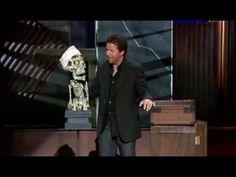 JVistas: 109537246  Jeff Dunham había trabajado como ventriloquista desde los años 80, pero no fue hasta que su segmento con Achmed, el terrorista muerto (parte de su especial televisivo Spark of Insanity de 2007) fue subido a YouTube que se convirtió en una estrella de la comedia en EE UU.