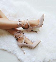 Strappy nude bow heels. Pinterest: @kutiejj