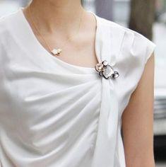 Ideas How To Wear White Blouse Inspiration - - Ideas How To Wear White Blouse Inspiration Source by White Fashion, Look Fashion, Womens Fashion, Fashion Design, Stylish Jewelry, Cheap Jewelry, Girls Jewelry, Fashion Accessories, Fashion Jewelry